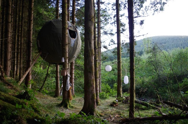 A Tree Tent camp site (image by Luminair).