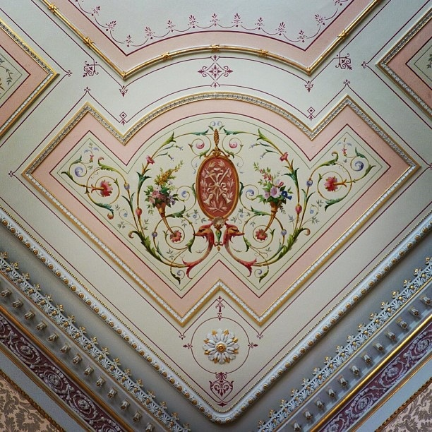 Ceiling detail of a Georgian Interior at the Hurlingham Club (image by Sabi Style)