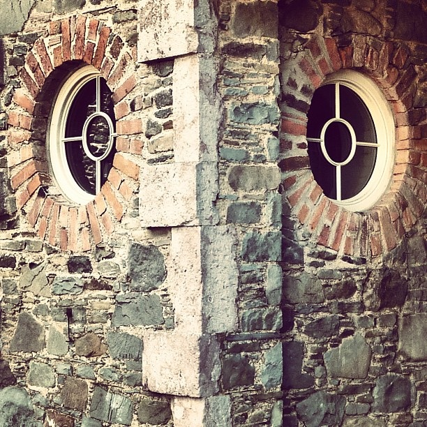 Owl like... the round windows of the stables at Florida Manor (image by Sabi Style)